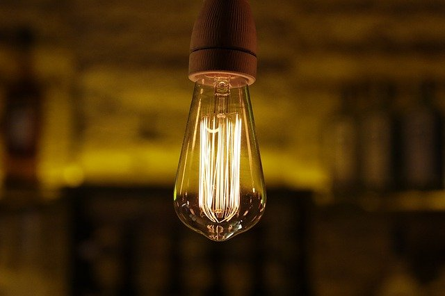 svítící žárovka