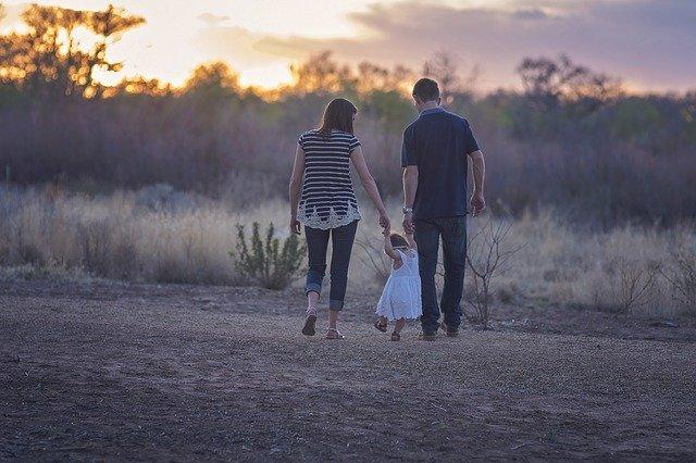 rodiče s holčičkou