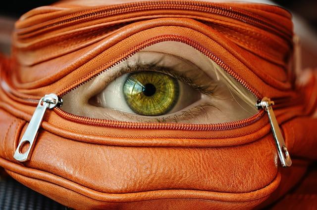 oko v kabelce
