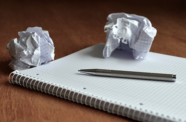 zmuchlané papíry